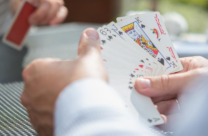Kartenspiel in der Senioren WG